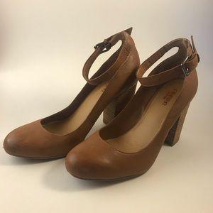 Crown Vintage audrey ankle strap pumps sz 7.5